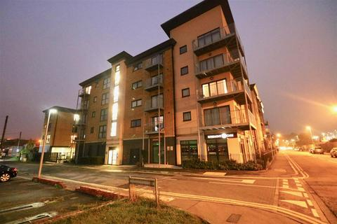 2 bedroom flat for sale - Station Road, Strood, Rochester