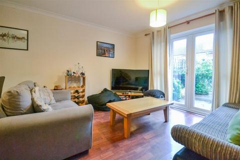 2 bedroom house to rent - Knaresborough Drive, London