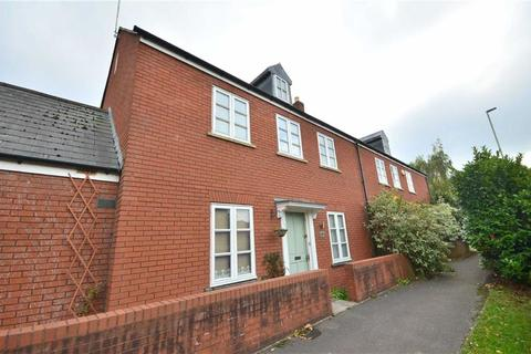 3 bedroom end of terrace house to rent - Soren Larsen Way, Hempsted, GL2