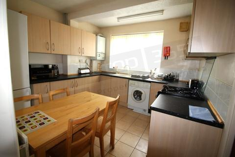 5 bedroom semi-detached house to rent - *£100pppw* Harlaxton Drive, Lenton, NG7 1JE
