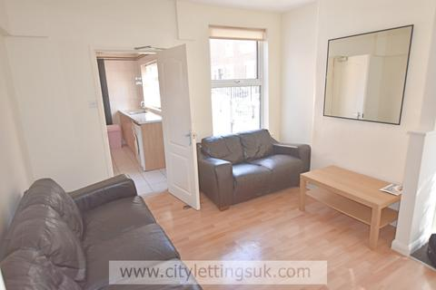 3 bedroom end of terrace house to rent - St Pauls Avenue, Hyson Green