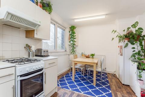 3 bedroom flat to rent - Grove Road, E3