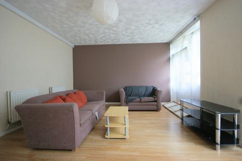 3 bedroom maisonette to rent - Belton Way, E3