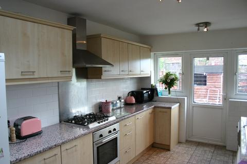 6 bedroom semi-detached house to rent - Lindleywood Road  M14
