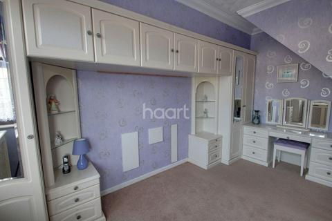 2 bedroom bungalow for sale - Chelmsford Drive, Upminster