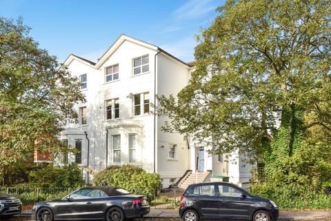 3 bedroom flat for sale - Lawrie Park Road London SE26