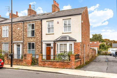3 bedroom end of terrace house for sale - East Parade, York, YO31 7YB