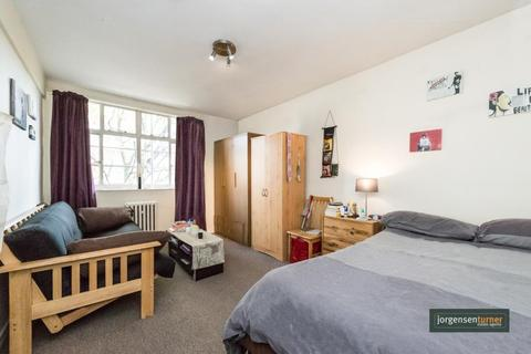 Studio to rent - Romney Court, Shepherds Bush Green, London, W12 8PY