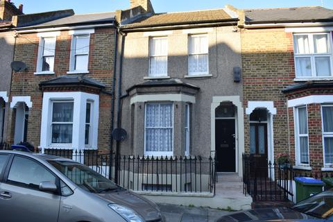 4 bedroom terraced house for sale - Majendie Road London SE18