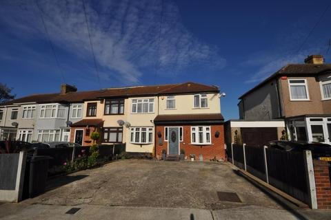 4 bedroom semi-detached house for sale - Crescent Avenue, Hornchurch, Essex, RM12