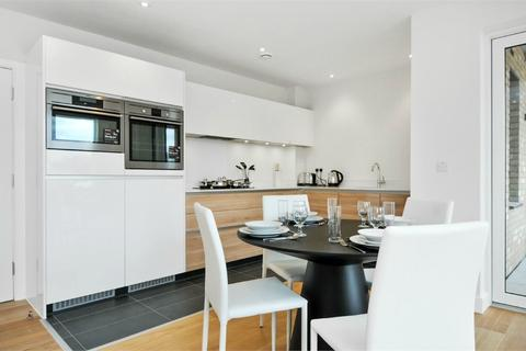 2 bedroom flat for sale - Des Barres Court, 22 Peartree Way, London