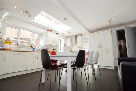 6 bedroom terraced house to rent - Coronation Road