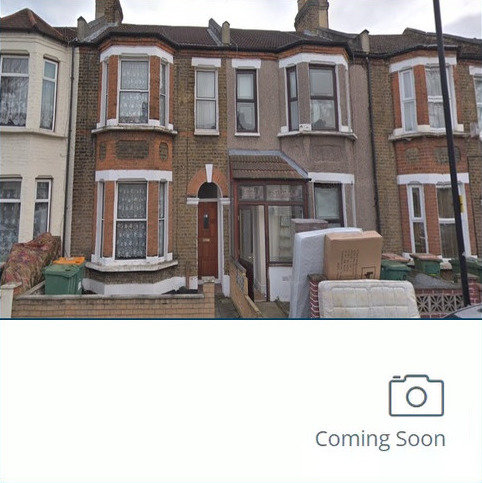 4 bedroom terraced house to rent - Strone Road, London E7
