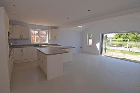 3 bedroom semi-detached house for sale - Howards Way, Gayton