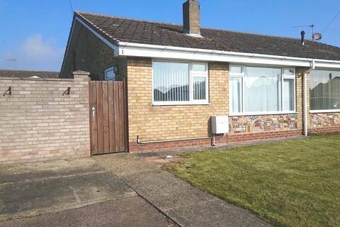 2 bedroom semi-detached bungalow to rent - Hales Close, Caister