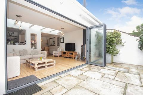 3 bedroom semi-detached house for sale - Broadpark Road, Livermead, Torquay