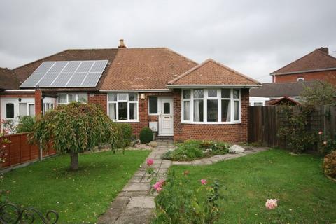 2 bedroom semi-detached bungalow for sale - Hillview Road, Hucclecote, Gloucester