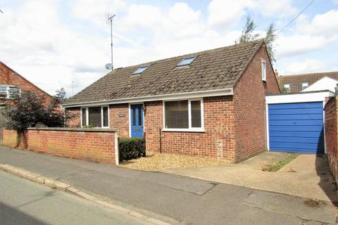 3 bedroom bungalow to rent - South Street, Weedon, NN7 4QP
