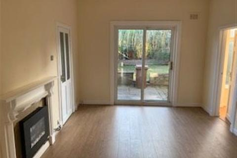 3 bedroom flat to rent - Lower Cottage Flat @ Abroath Ave, G52