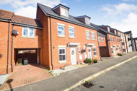 3 bedroom house for sale - Holst Avenue, Witham