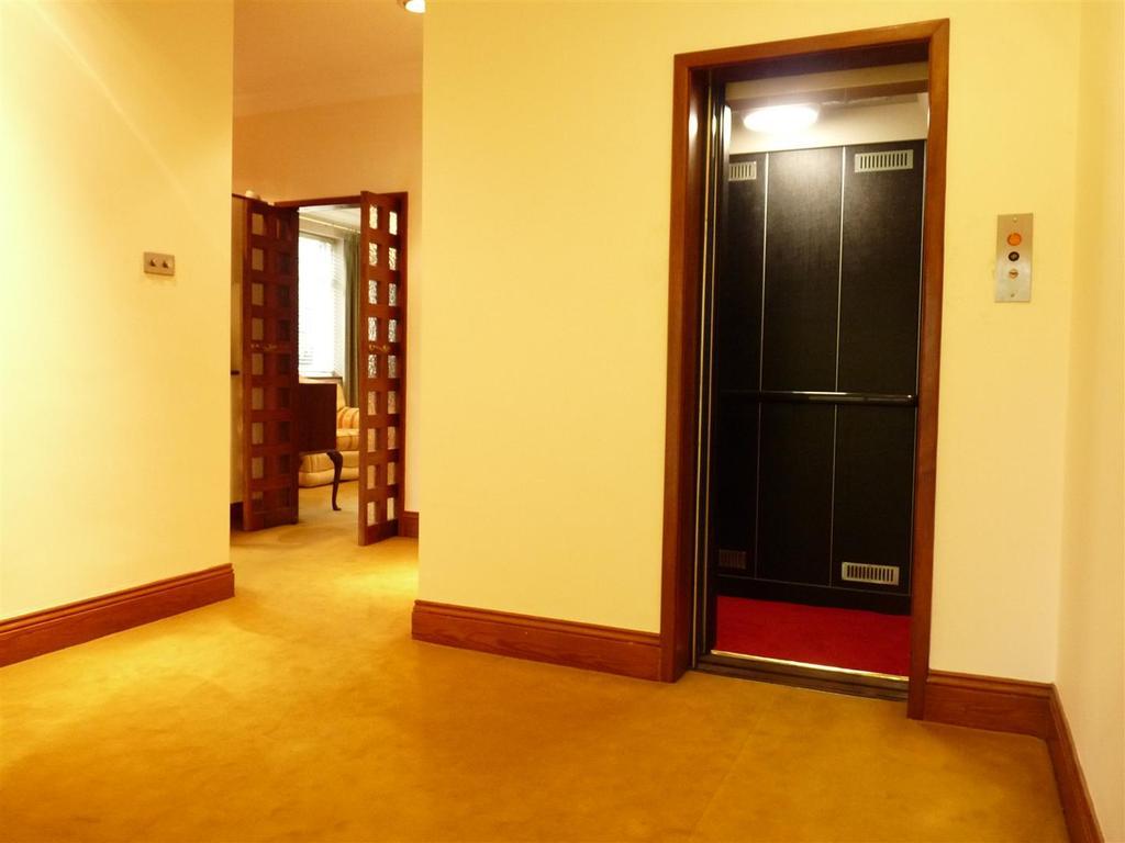 19 Hallway.JPG