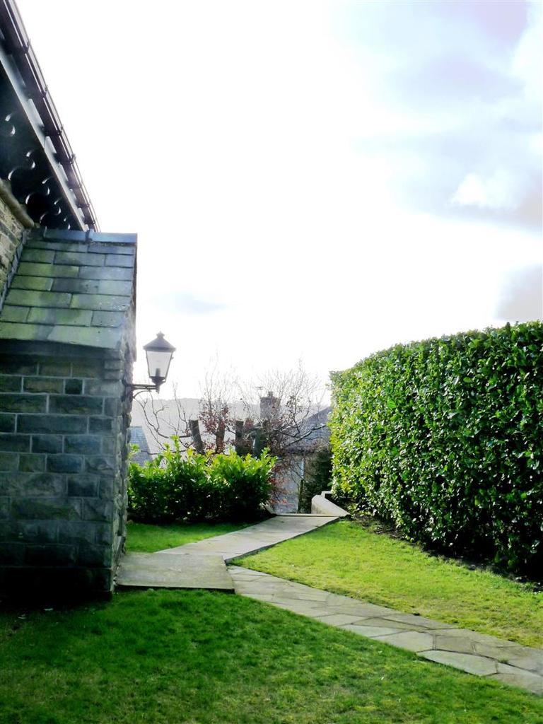12 Entrance View.jpg