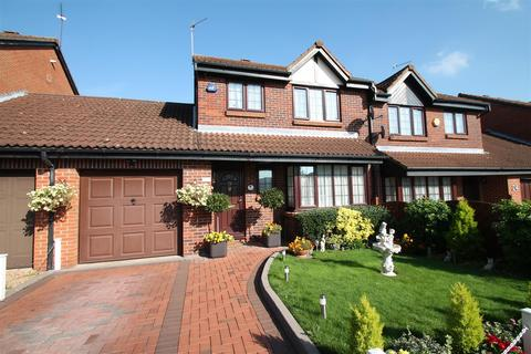 4 bedroom semi-detached house for sale - Crothall Close, Palmers Green N13