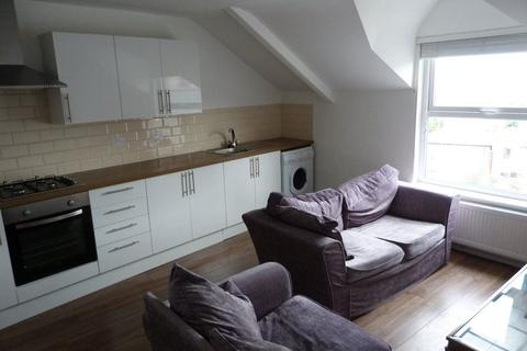 3 bedroom flat to rent - Richmond Road, Roath [ 3 Beds ]