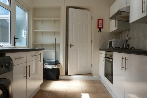 3 bedroom house to rent - Florentia Street, Cathays, ( 3 Beds )