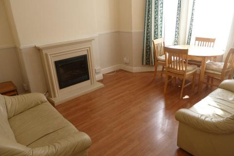 4 bedroom house to rent - Richards Street, Cathays, ( 4 Beds )