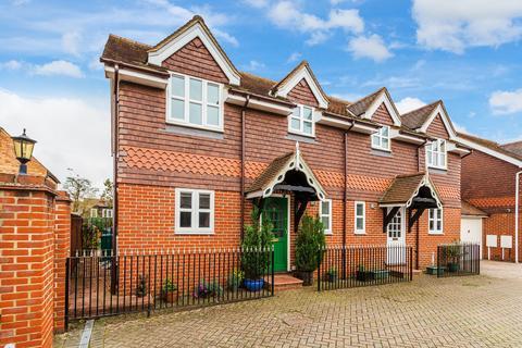 3 bedroom semi-detached house for sale - Holmden Court, Edenbridge TN8