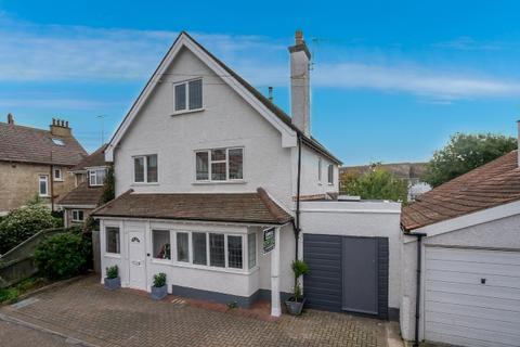 5 bedroom detached house for sale - Bassett Road, Bognor Regis, West Sussex, PO21 2JH