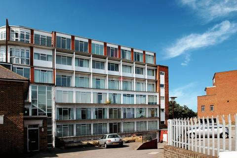 1 bedroom apartment to rent - New Road Avenue, Chatham