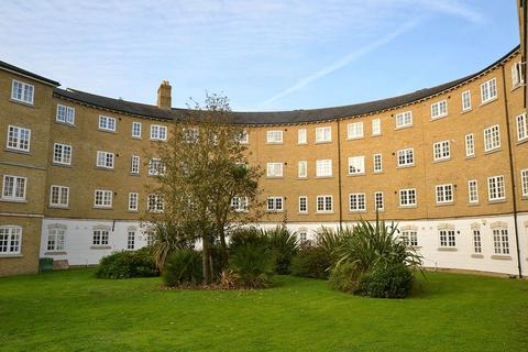 2 bedroom apartment to rent - Gilbert Close, London