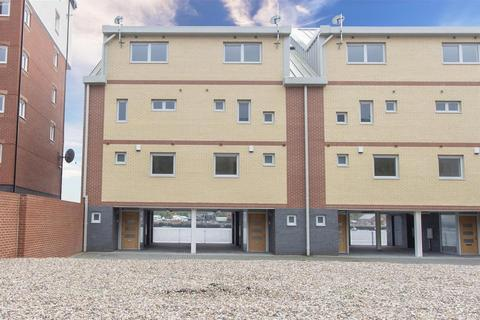 4 bedroom end of terrace house for sale - Swan Quay, North Shields