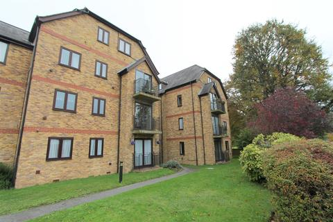 2 bedroom flat for sale - Bloxworth Close, Wallington