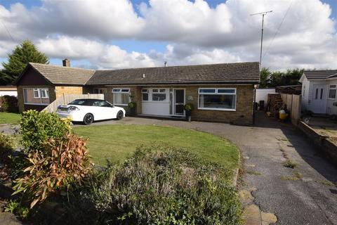 3 bedroom bungalow for sale - Greentrees Avenue, Cold Norton