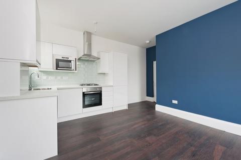 2 bedroom flat to rent - Wickham Road, London, SE4