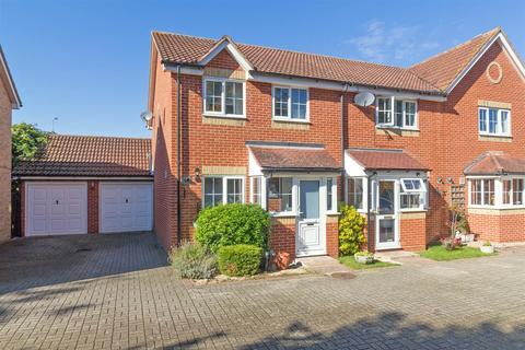 3 bedroom end of terrace house for sale - Dennis Willcocks Close, Newington, Sittingbourne