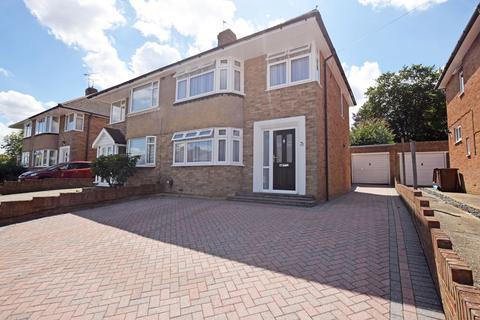 3 bedroom semi-detached house for sale - Lyndhurst Avenue, Rainham, ME8