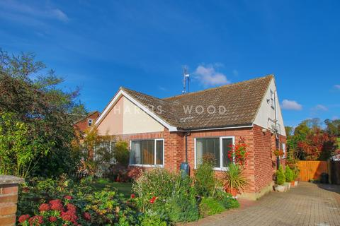 3 bedroom bungalow for sale - Hillview Close, Rowhedge, Colchester, CO5