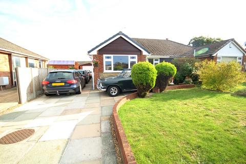 2 bedroom semi-detached bungalow for sale - Merllyn Avenue, Connah's Quay, Deeside