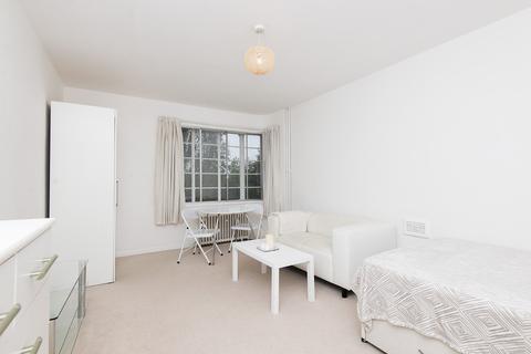 Studio to rent - Langham Court, SW20