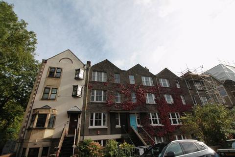 2 bedroom flat to rent - Top Floor Flat, Eastfield Road, Cotham, Bristol