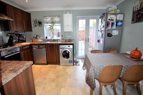 3 bedroom townhouse for sale - Chamomile Way, Spalding,