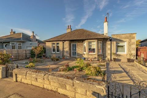 3 bedroom detached bungalow for sale - 7 Coillesdene Crescent, Edinburgh, EH15 2JH