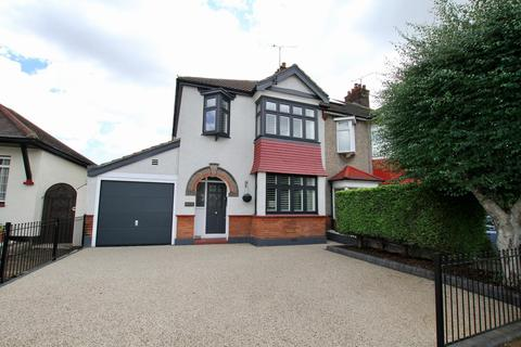 3 bedroom semi-detached house for sale - Kingswood Chase, Leigh-On-Sea