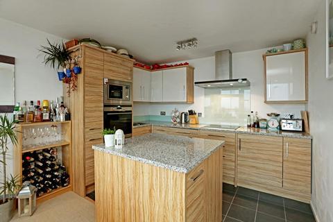 2 bedroom flat to rent - High Kingsdown, Kingsdown/Cotham borders