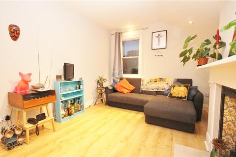 3 bedroom apartment to rent - Knollys Road, London, SW16