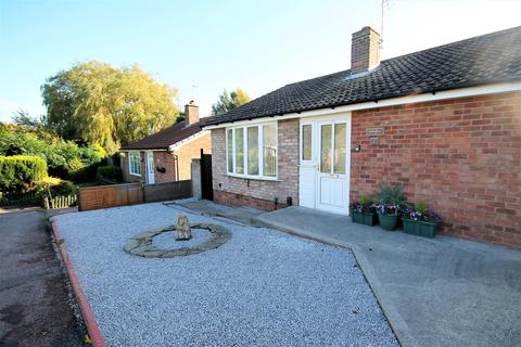 2 bedroom detached bungalow for sale - Staithes Close, York, YO26 5PR